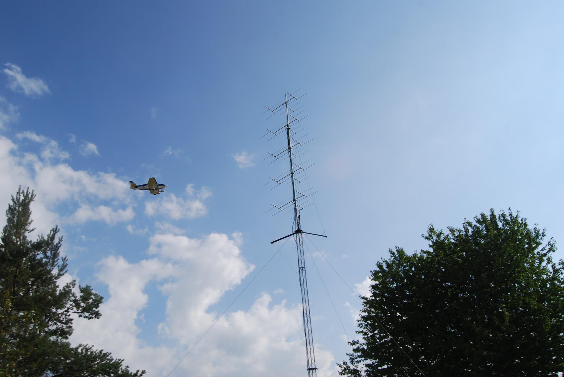 F5RMY flying over antennas